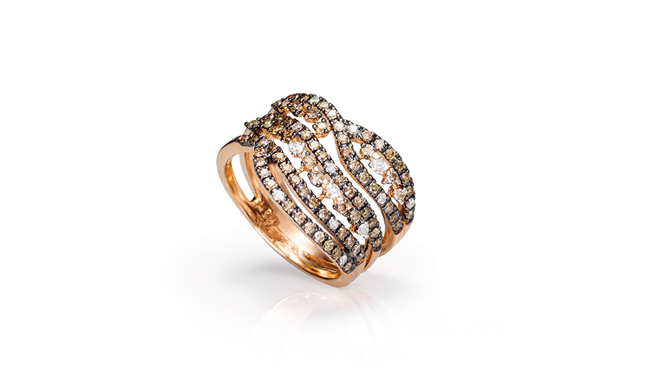 <p>18kt pink gold ring with white and brown diamonds</p>